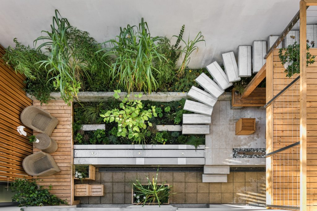 Dobar primer lepo uređenog malog dvorišta